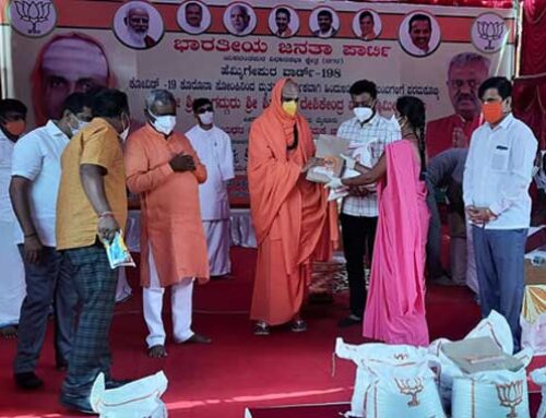 Paramapujya Swamiji distributed foodgrains kits and financial help to the kith of those who died of COVID-19